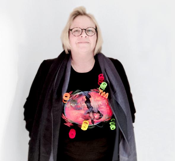 Artist, Dr Eleanor Gates-Stuart wearing her Team Earthquake T-shirt.